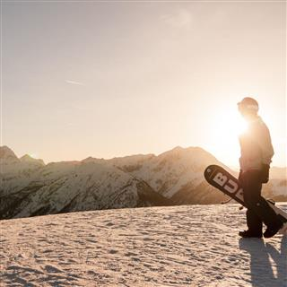 Flowing Freeride Online Snowboard School